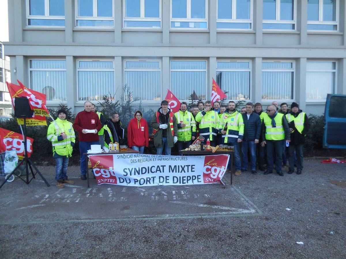 Grève sur le port de Dieppe