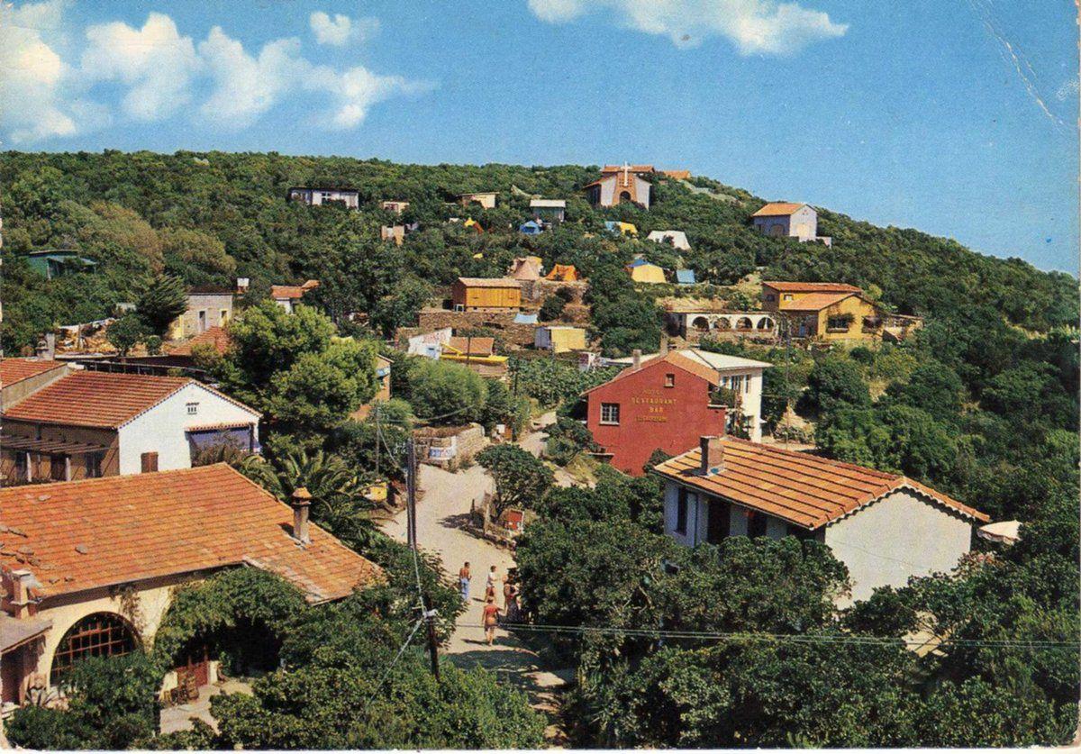Carte postale du haut du village vers 1965 en couleur