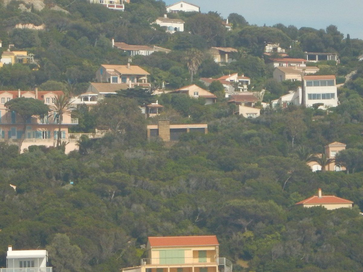 Au centre de la photo, la villa Barbaresque