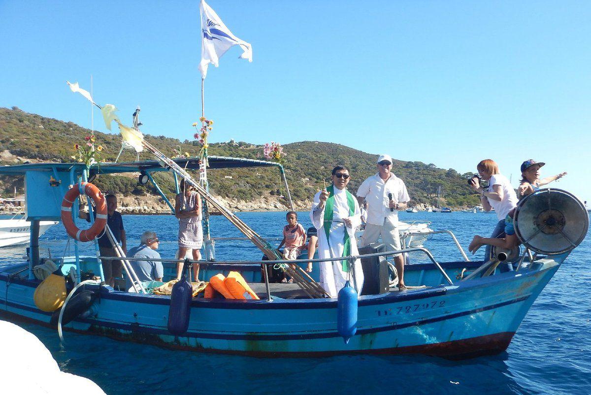 Bénédiction des bateaux avec le père Joseph