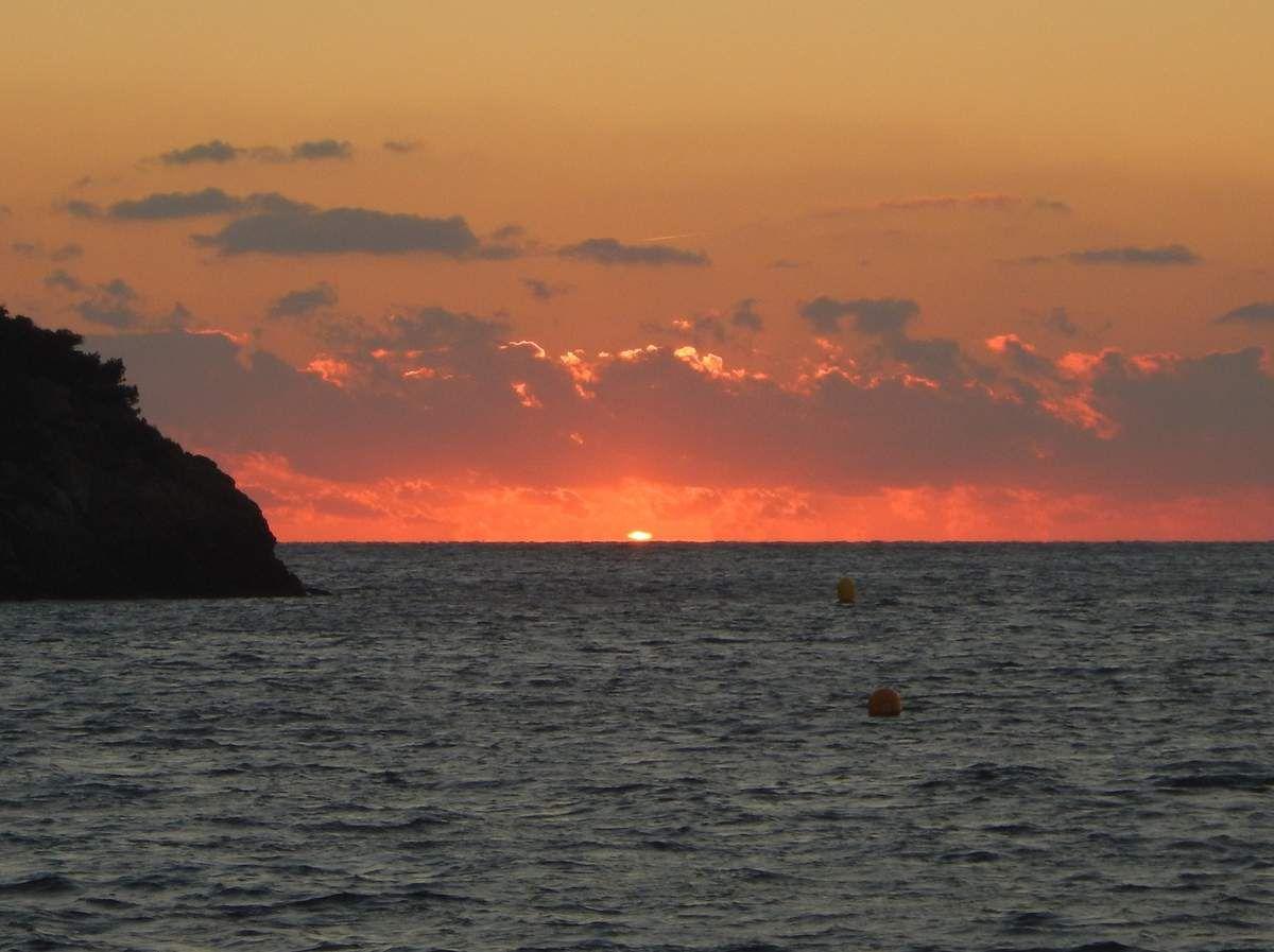 Un coucher sur l'horizon entre Port Cros et Bagaud