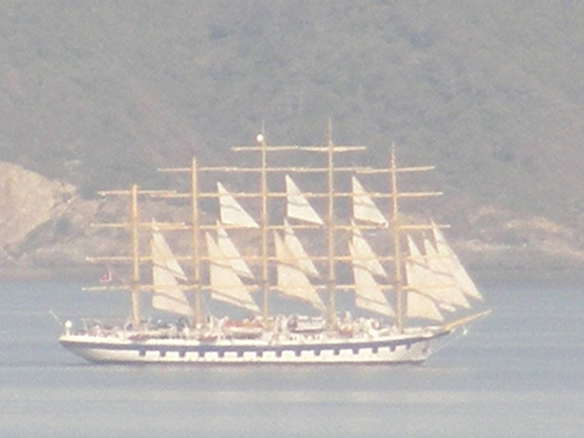 ROYAL CLIPPER dans la grande passe
