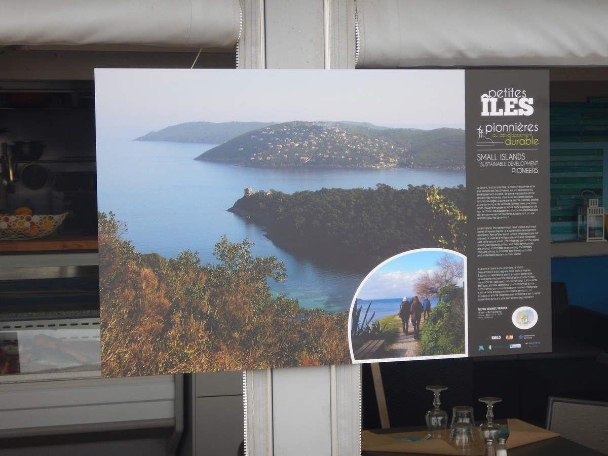 Posters exposés sur le Domaine