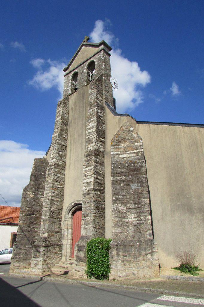 église Ste Redégonde avec clocher à peigne  ...à Monnières