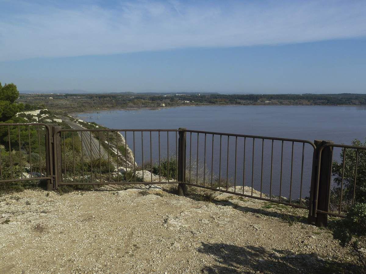Première halte avec en prime le point de vue sur l'étang de Lavalduc.