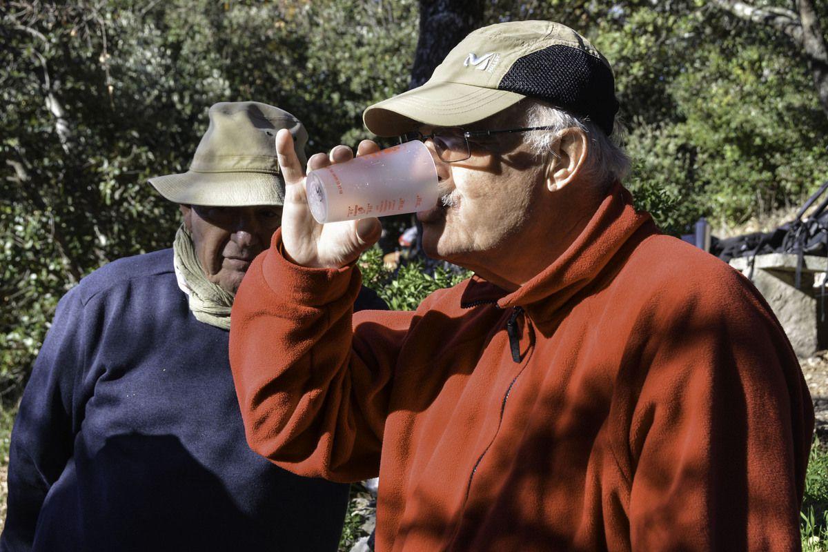 """Sans vouloir """"cafter"""" , ce sont toujours les mêmes qui utilisent 2 verres!"""