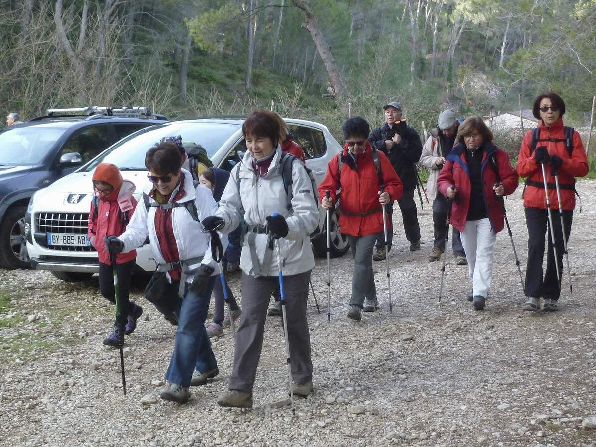Petit groupe d'une vingtaine de marcheurs pour cette randonnée en pleine vacances scolaires.