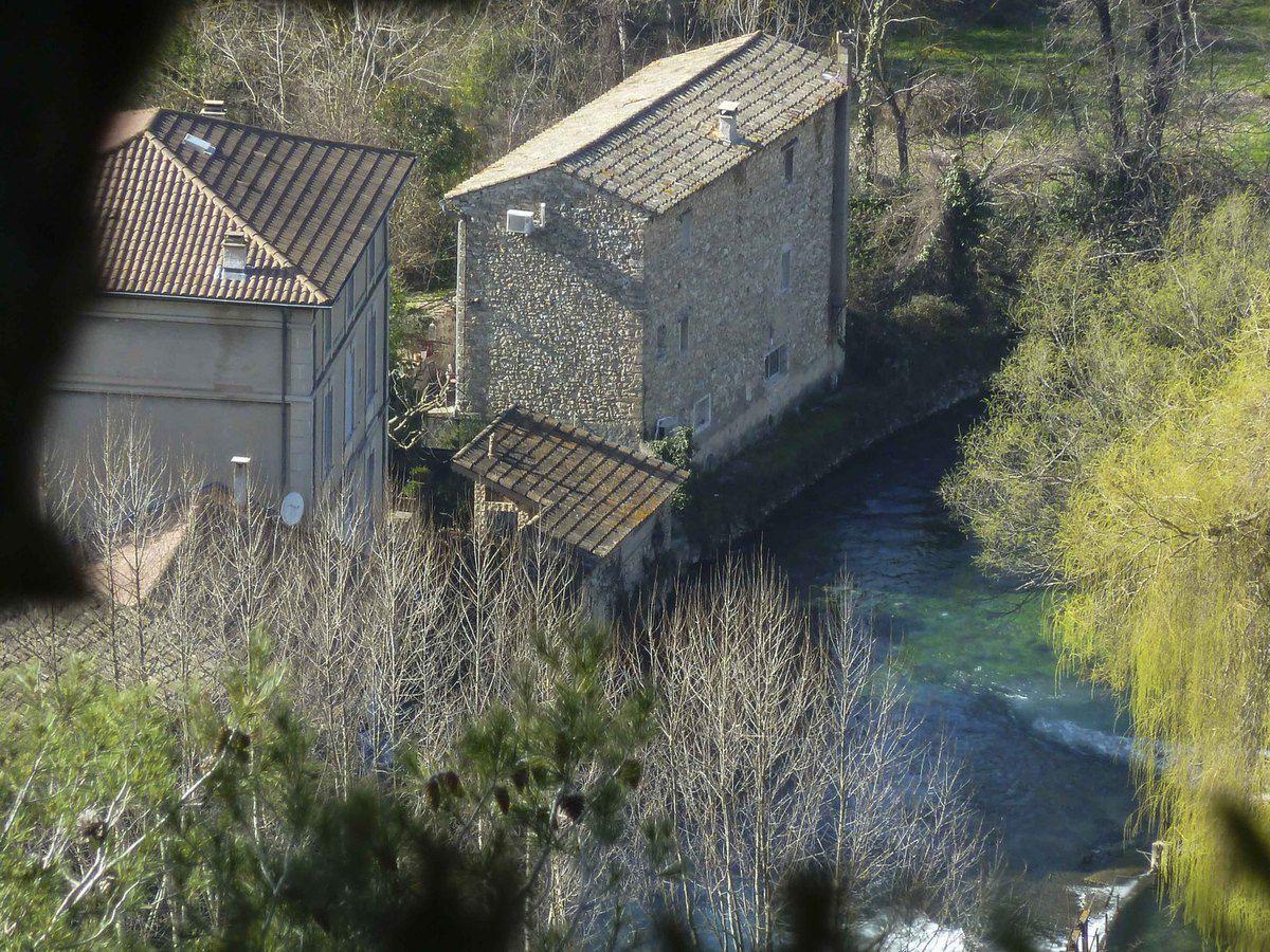 Ne serait ce point Fontaine de Vaucluse ???