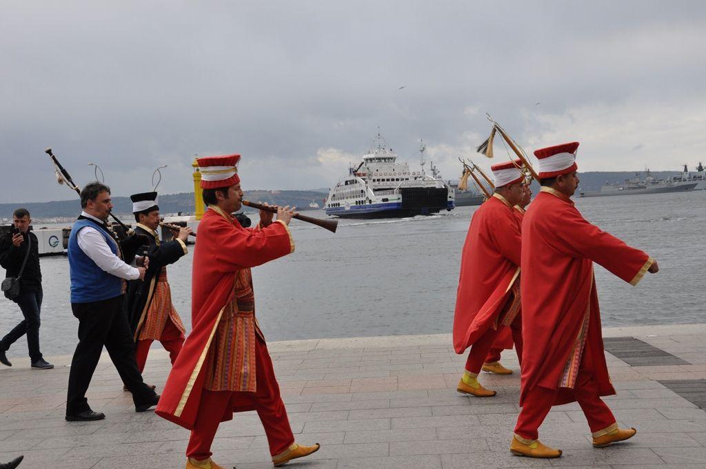 Amitié turco-bretonne avec le Mehter Dernegi de Canakkale et le bagad d'Ergué Armel