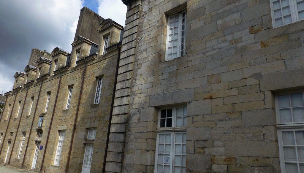 J'ai visité la gendarmerie de Quimper ...