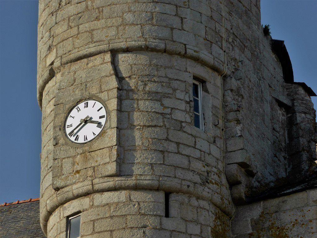 Quelle heure est-il au cadran du château de Pont-l'Abbé ...