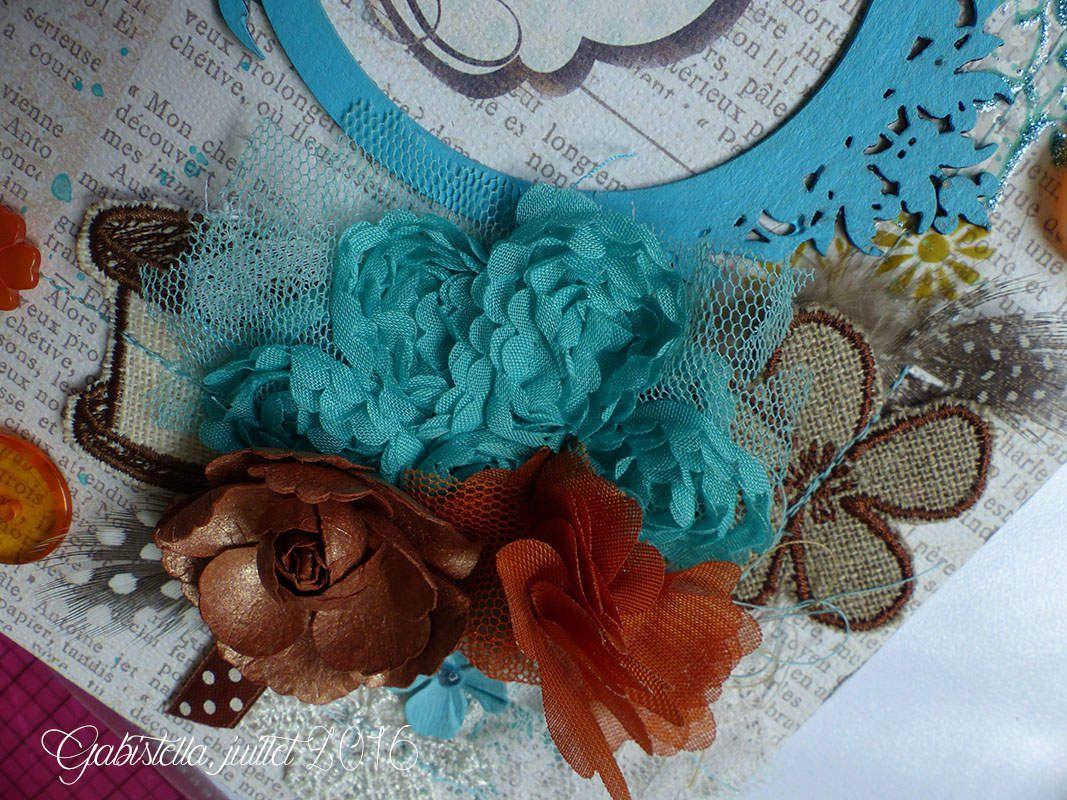 J'ai ajouté d'autres autres petits cadeaux : bobines, dentelles, éléments en crochet, bref de quoi ravir une couturière passionnée comme Lorraine.