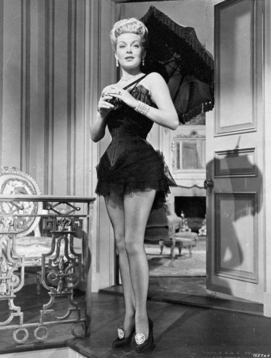 Inspiration glamour des années 1950 : le Merry Widow