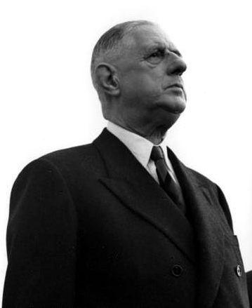 Le Général de Gaulle... Le genre d'hommes dont notre pays a besoin. Plus que jamais. S'il vivait aujourd'hui, il adhérerait aux idées du Front National, cela ne fait aucun doute. Qu'il revienne! Qu'il revienne!