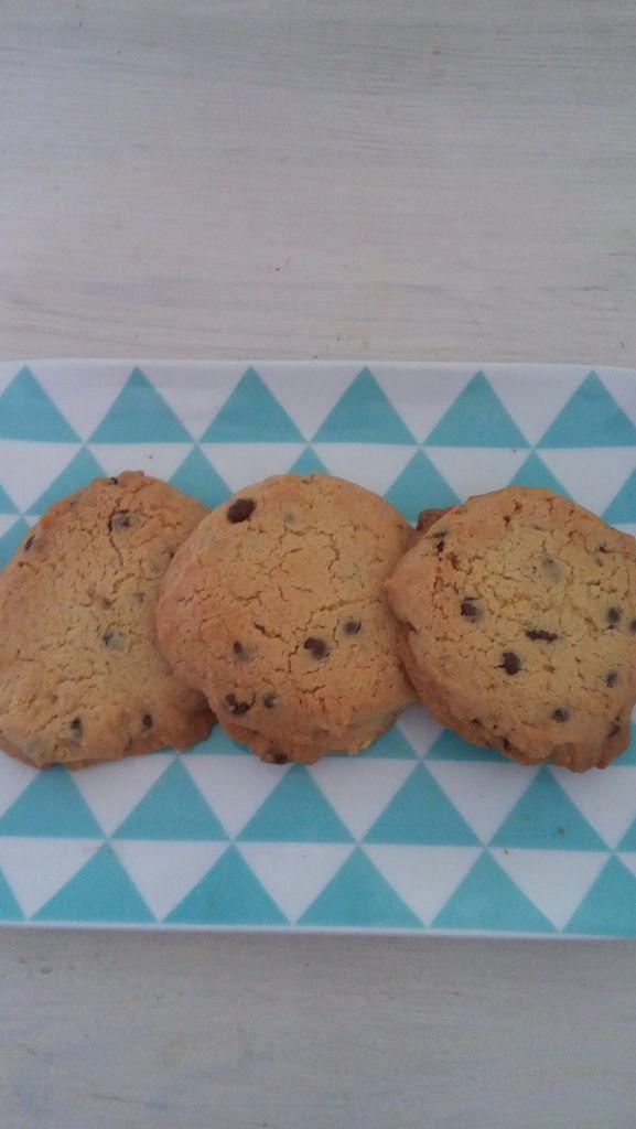 plat  Alinéa, mug les Soeurs grenes versailles et cookies  home made