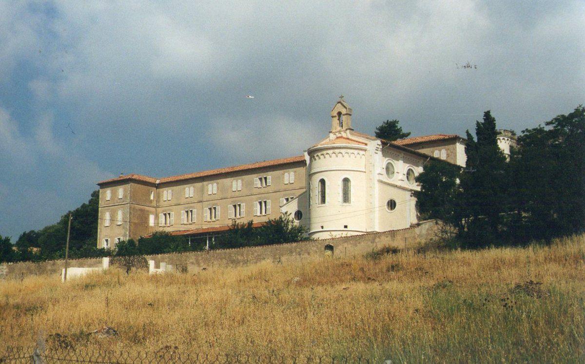Roc-Estello dans le couvent de Béthanie