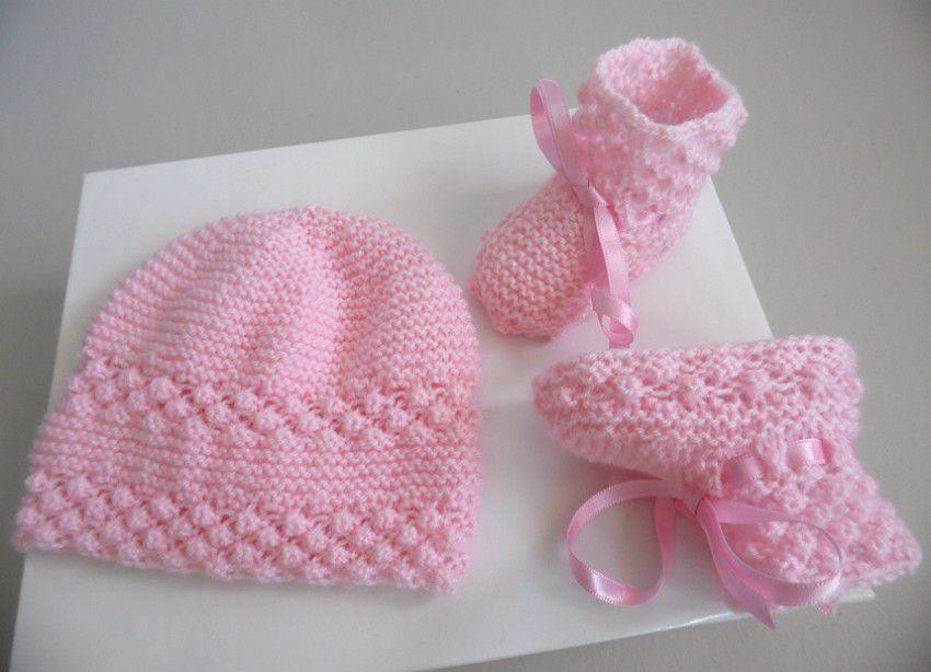 Layette bébé tricot laine ensemble bonnet et chaussons roses