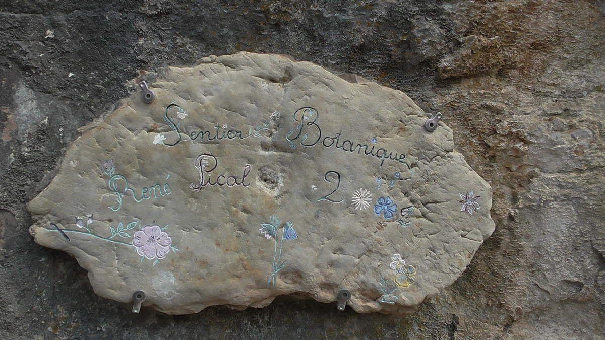 Sentier botanique de l'association, inauguré en 2001 et bien fréquenté depuis. Quelle belle initiative!