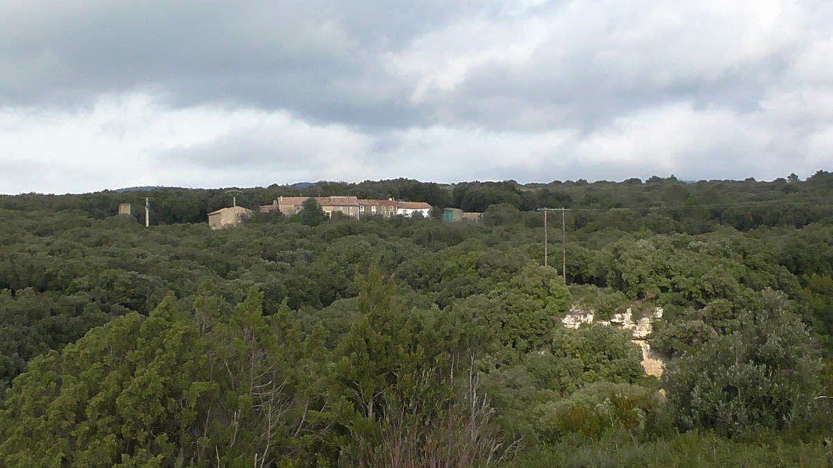 """Le hameau """"La Prade"""". Nous amorçons ensuite notre descente..."""