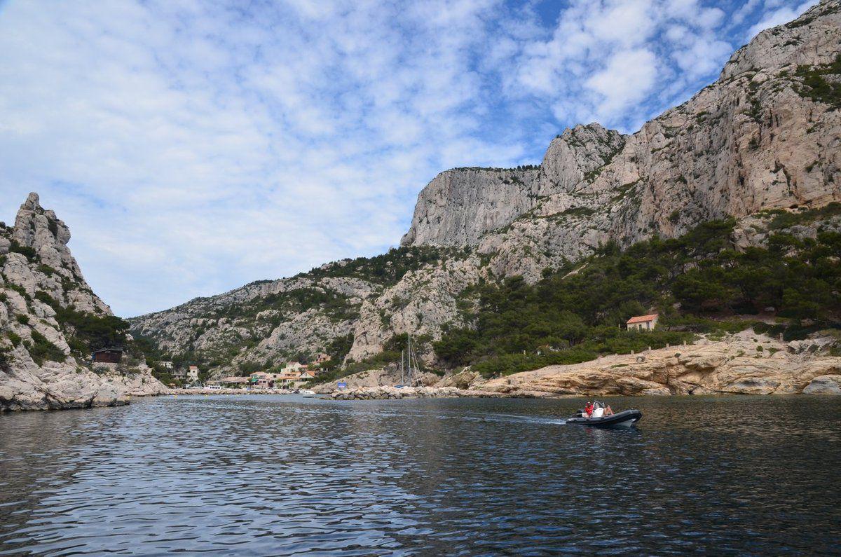 Calanque de Morgiou. Elle est assez profonde. Au fond se trouve le port avec encore quelques pêcheurs professionnels.