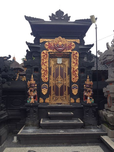 les temples bali from inside. Black Bedroom Furniture Sets. Home Design Ideas
