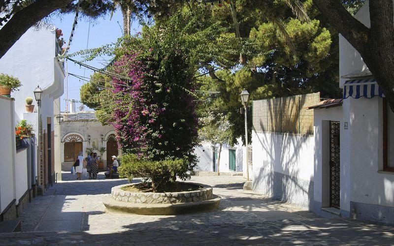Place du village d'Anacapri et grotte Bleue