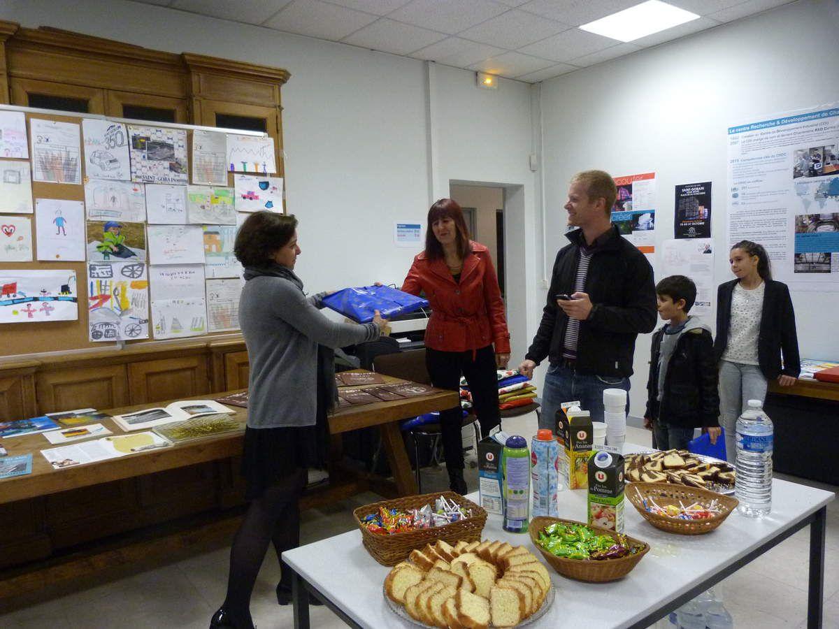Album - 2015,Saint-Gobain, les enfants au cours de l'exposition de la Glacerie de Chantereine le 14 octobre 2015