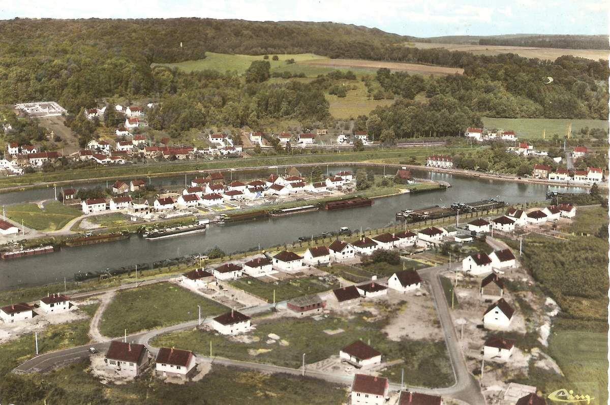 Album - le village de Longueil-Annel (Oise), vue générale