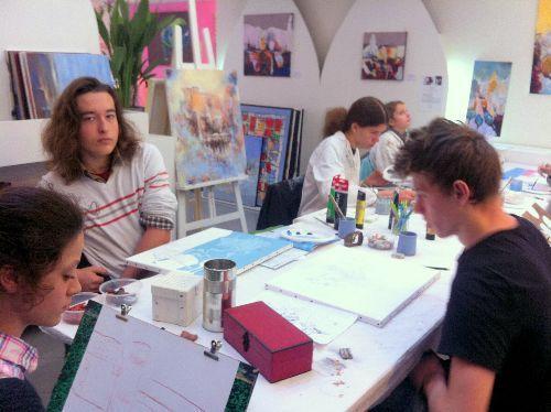 Cours et stages de dessin, peinture, BD/Mangas, arts plastiques pour tout public et tout niveau.