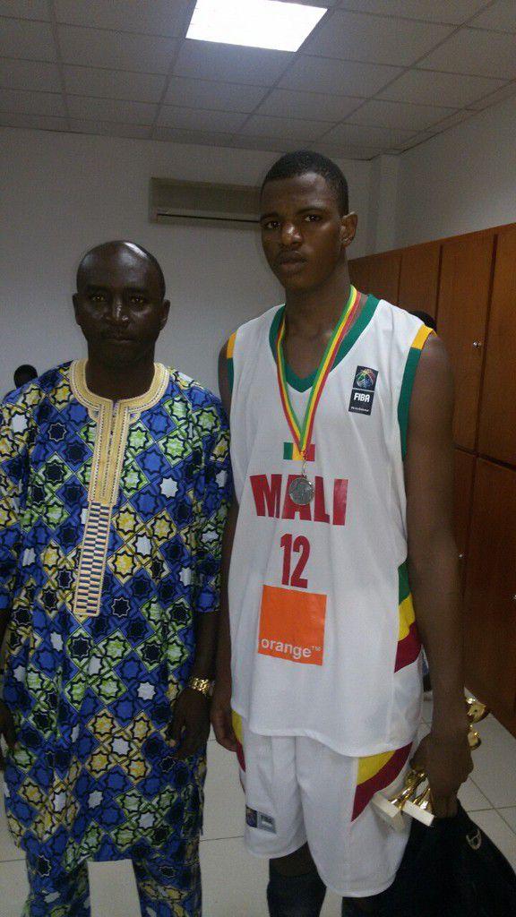 L'Egypte a remporté la 4e édition de l'Afrobasket U16 en battant le Mali sur le score de (63-64). Notre rédaction tient à remercier Abidine Abdoul pour les photos de cette finale. Grand fan du basket africain en général, centrafricain en particulier, Abidine ne pouvait s'empêcher de faire le déplacement au stadium de Bamako pour assister à ce rendez-vous continental, ce malgré le forfait de son pays la Centrafrique, qui lui reste au travers de la gorge.