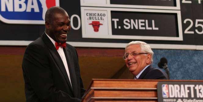 Hakeem Olajuwon et David Stern au Hall Of Fame de la FIBA
