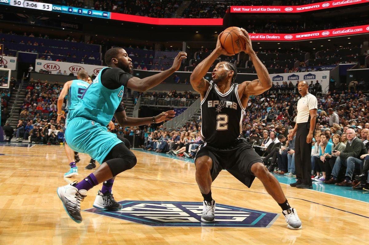 Les Spurs s'imposent à Charlotte
