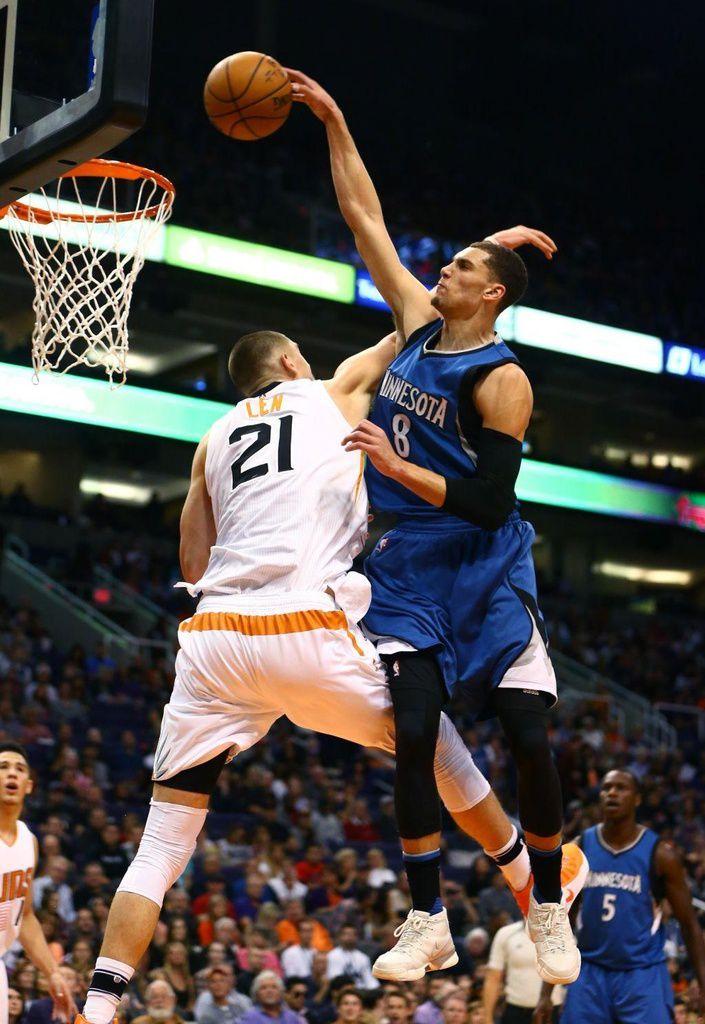 Le Top 10 de la nuit dernière en NBA
