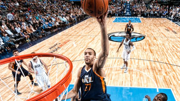 Rudy Gobert porte le Jazz à Dallas avec énorme double-double (27 points et 25 rebonds)