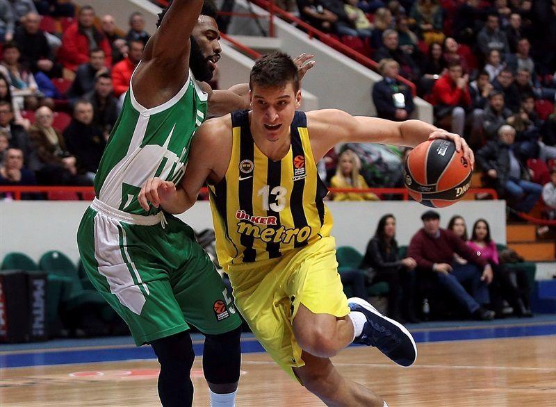 Le Fenerbahçe double la mise en battant Unics Kazan