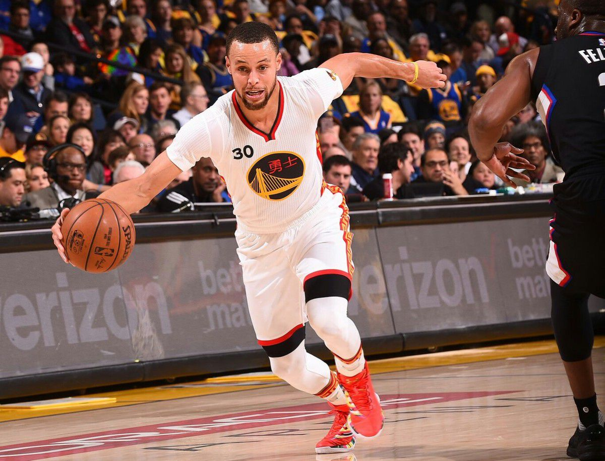 Stephen Curry en mode MVP (43 points, 9 rebonds et 6 passes) et les Warriors infligent une humiliation historique aux Clippers (144-98)