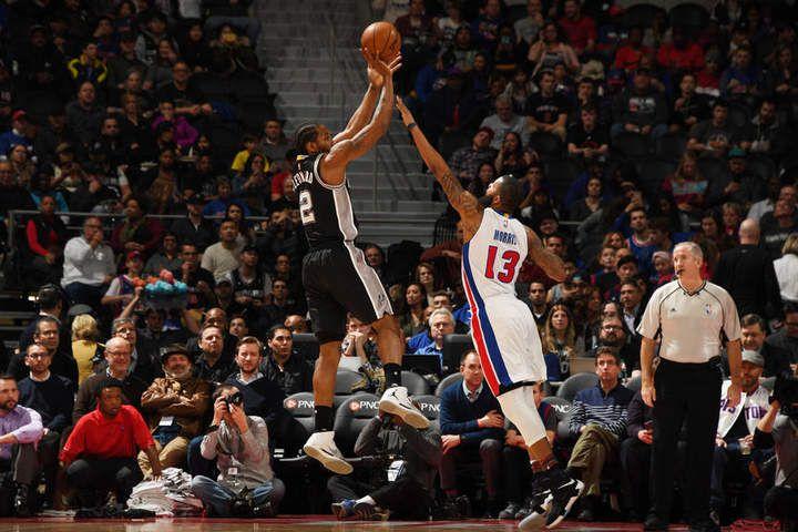 Kawhi Leonard porte les Spurs à Detroit