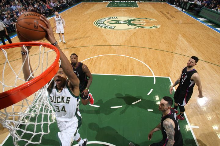 Milwaukee fait couler les Clippers