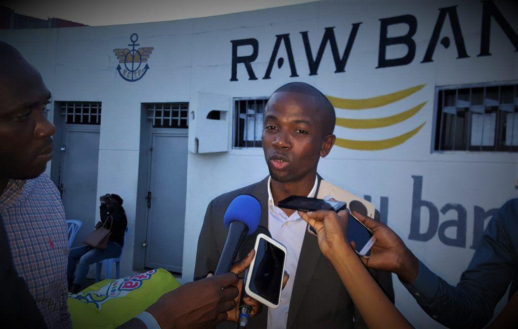 Le Manager Léopards Basket , Joe Nkoy Lolonga répondant aux questions des journalistes. PH. @Zoom_eco.