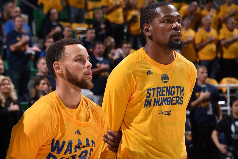 Le MVP de la nuit : En mode clutch, Stephen Curry (40pts) et Kevin Durant (34pts) combinent 74 points pour offrir la victoire à Golden State