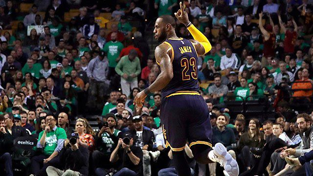 LeBron James a terminé le match avec 35 points, 8 rebonds et 8 passes.