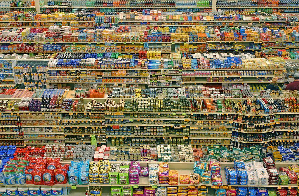 Société de consommation, tout est bien achalandé, organisé, rangé. Hugo 1S2