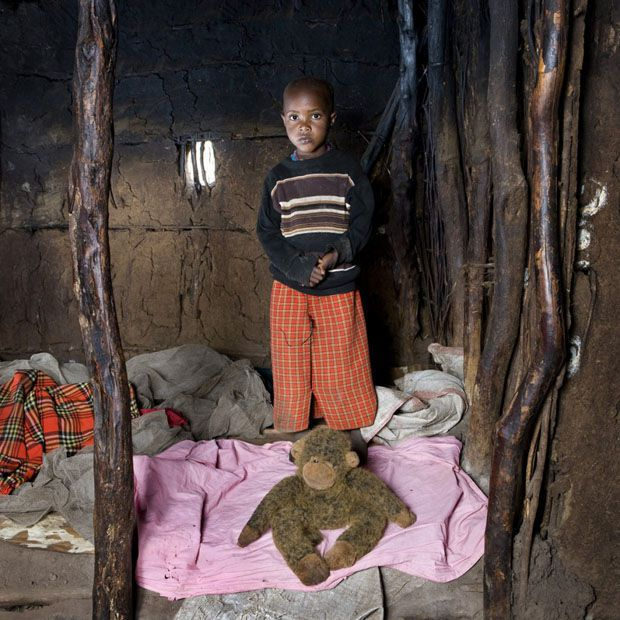 Comme promis voilà, quelques échantillons de photos d'enfants du monde et de leur cadeaux. Muriel - Nath