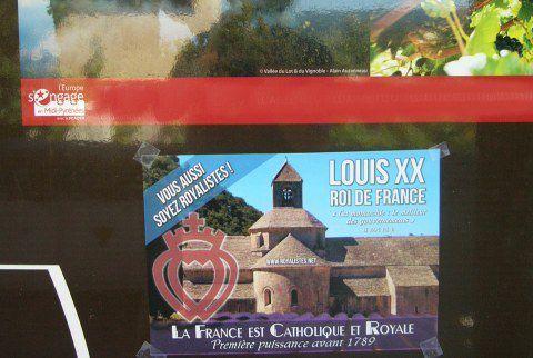 Affichages royalistes août 2015 : « La France est Catholique et Royale, LOUIS XX ROI DE FRANCE »