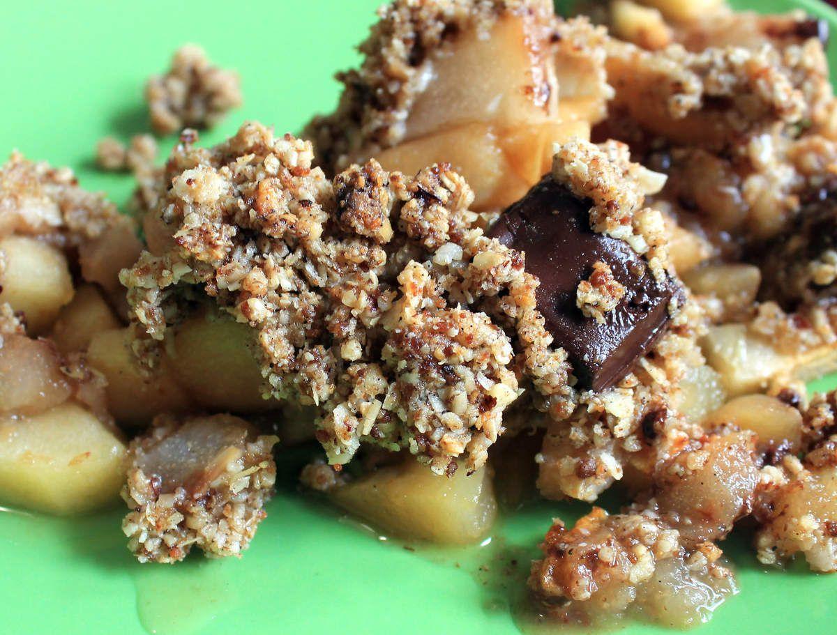 Crumble pommes-poires-chocolat, à l'avoine et à la noisette