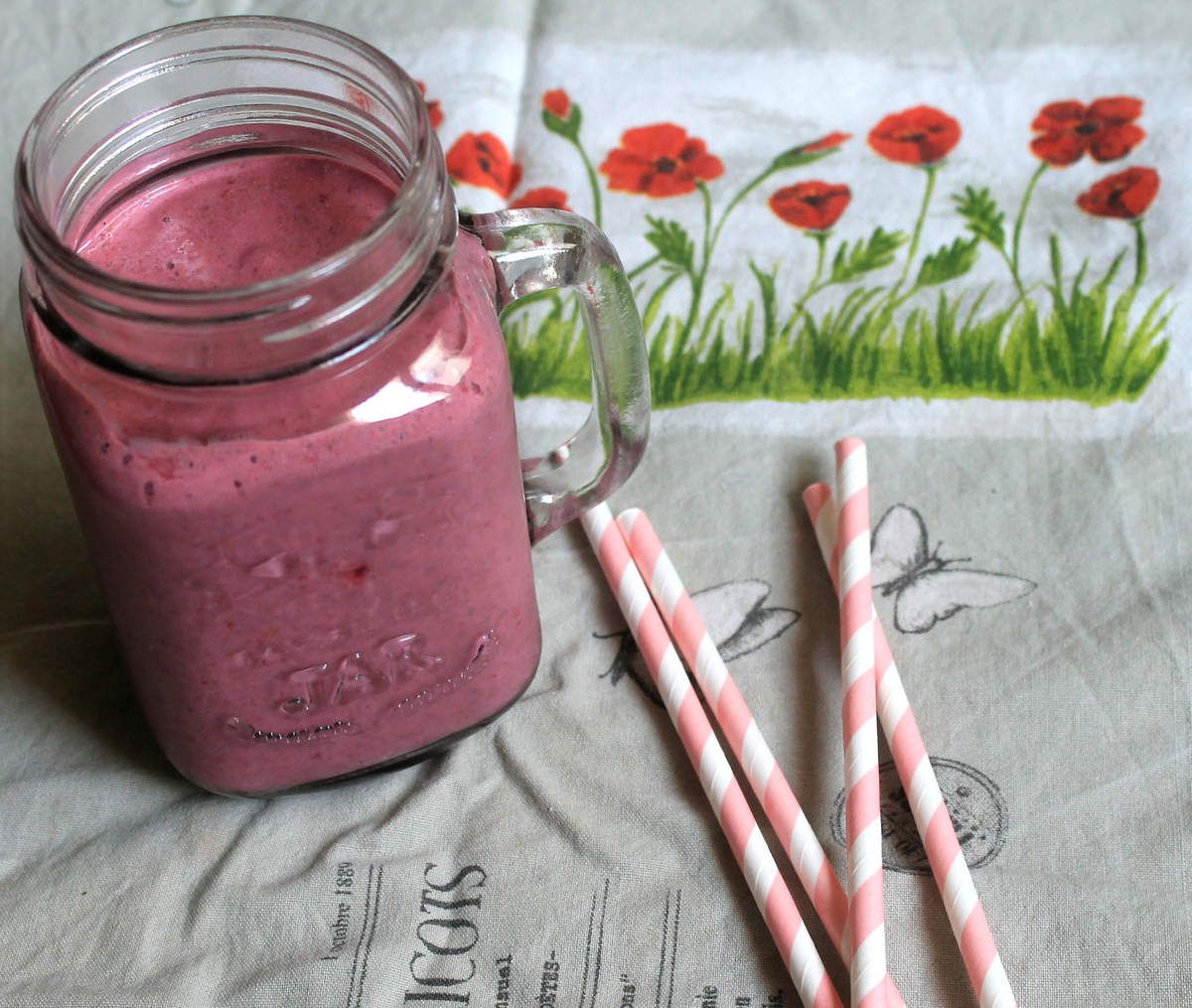 Smoothie banane, fruits rouges, coco & graines de chia