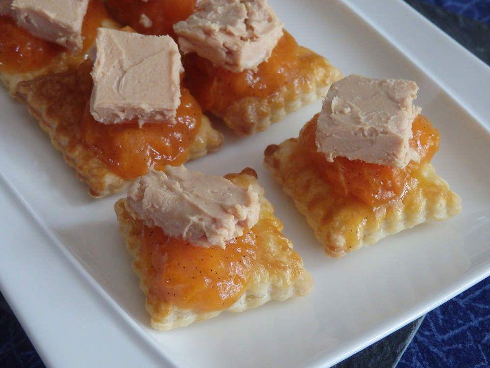 Feuilletés de foie gras et sa compotée d'abricots à la vanille