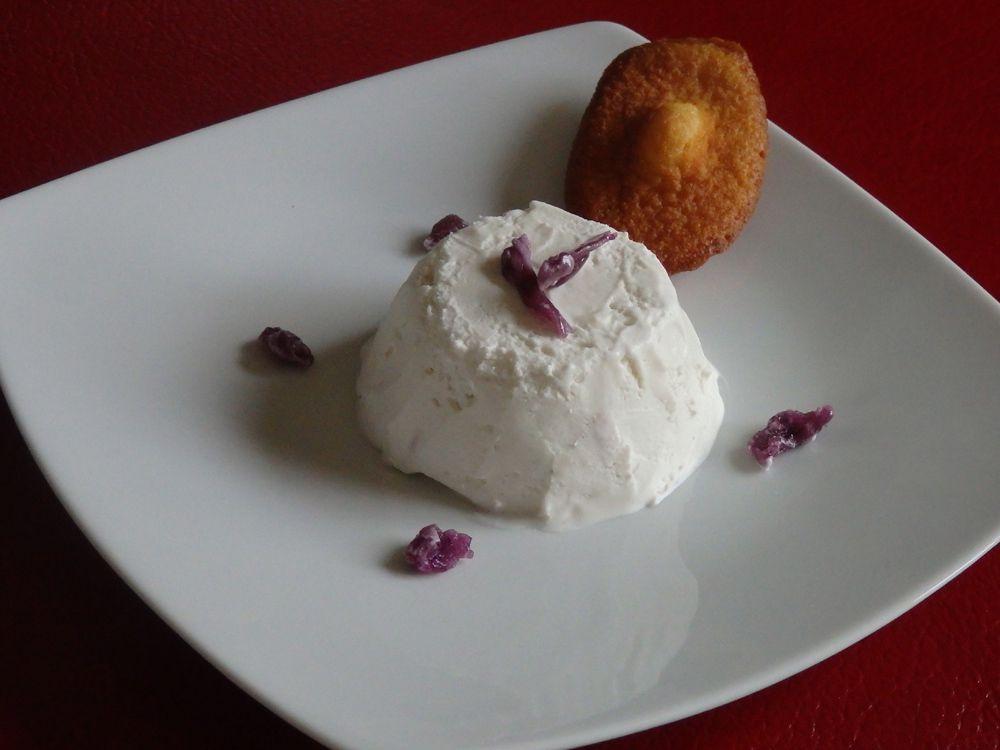 Mousse glacée au confit de fleurs de violette