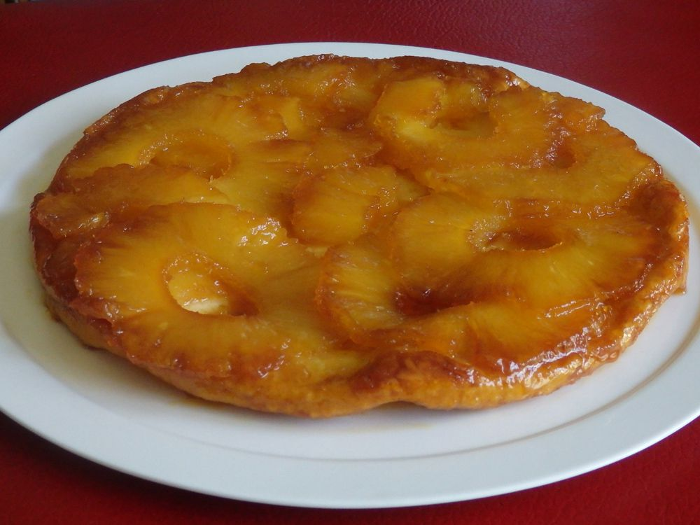 Tatin d'ananas aux épices et crème épaisse au citron