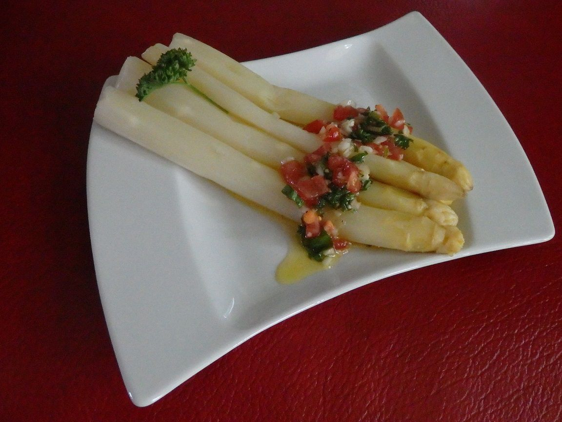Asperges blanches vapeur, sauce vierge
